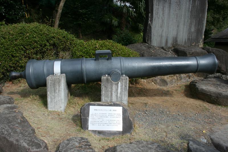 レプリカの鉄製24ポンドカノン砲