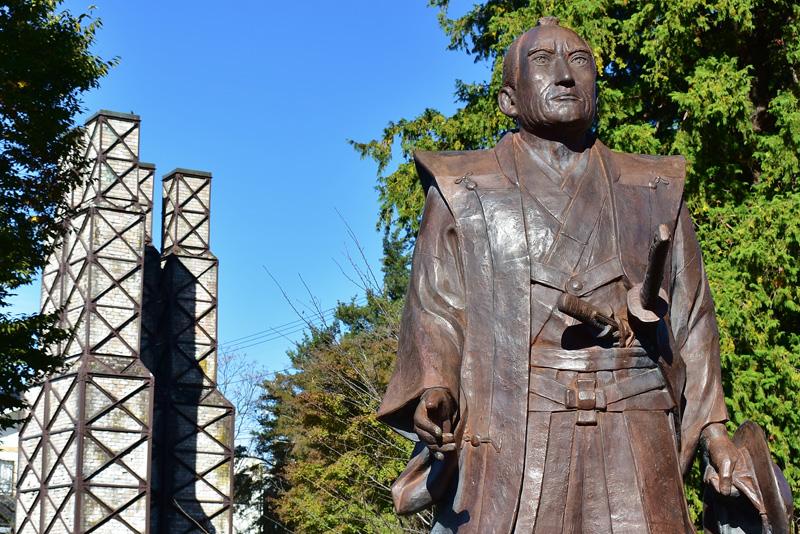 韮山代官「江川英龍」像と韮山反射炉