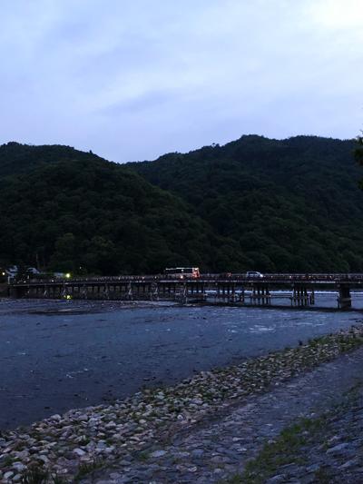 夕暮れの嵐山
