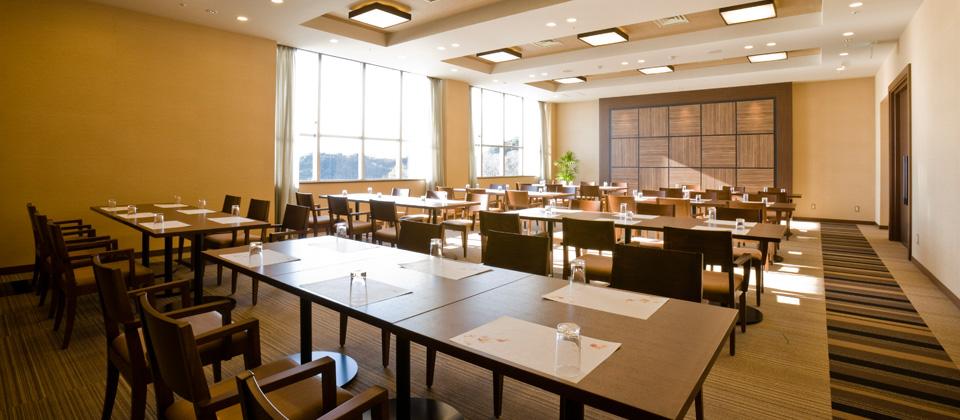 三河湾ヒルズ・ホテルの多目的ルーム「ラウンジサクラ」