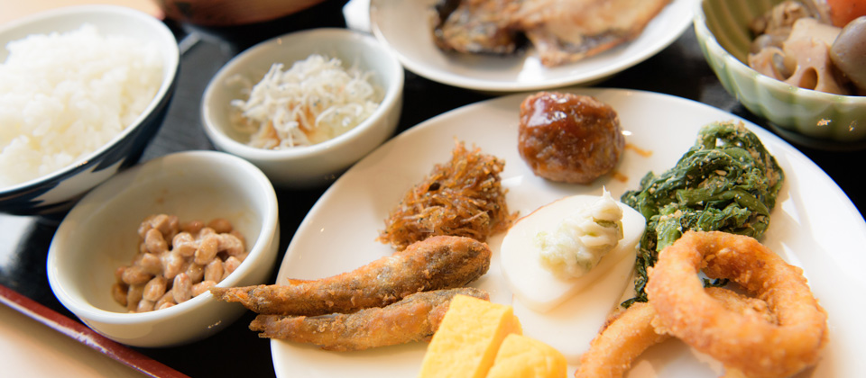 三河湾ヒルズ・ホテルの朝食バイキング和食一例