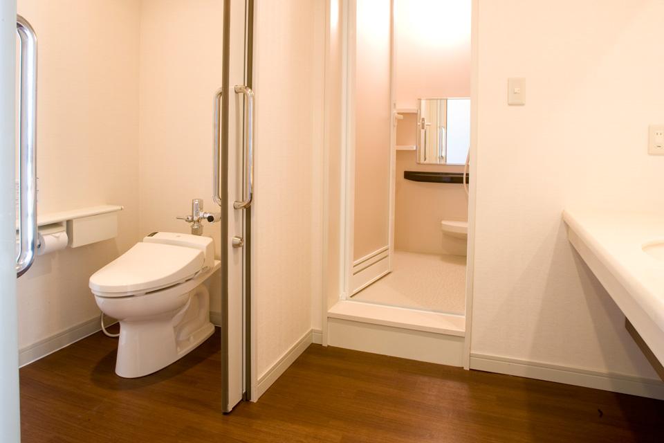 三河湾ヒルズの客室「洋室ツイン」バス・トイレ