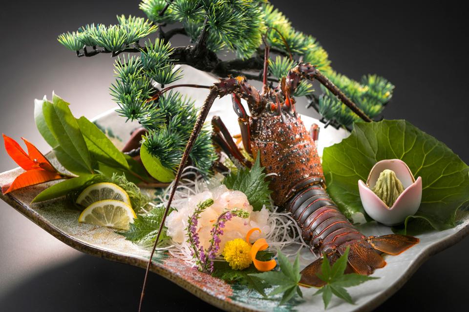 三河湾ヒルズ・ホテルの別注料理「伊勢海老の姿造り」