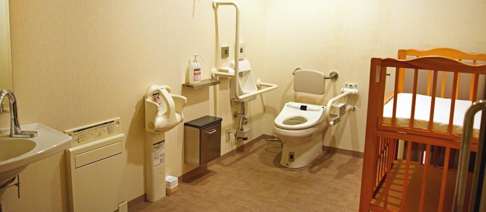 三河湾ヒルズ・ホテル2階の多機能トイレ