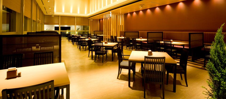 三河湾ヒルズ・ホテルのレストラン「あおい」店内