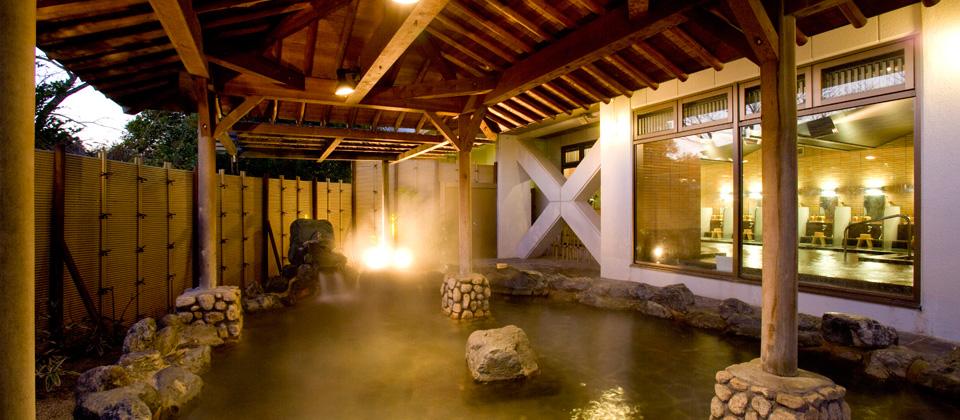 三河湾ヒルズ・ホテルの露天風呂(天然温泉)「あじさいの湯」夕方