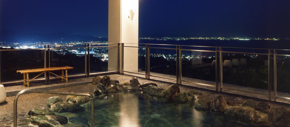 三河湾ヒルズ・ホテルの露天風呂(天然温泉)「やまももの湯」