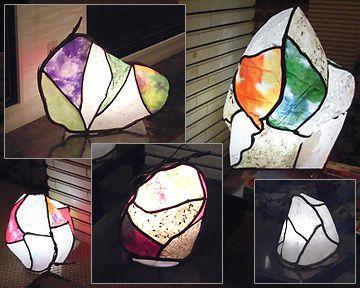 三朝ロイヤルのロビーは「和紙灯り」を只今飾っています
