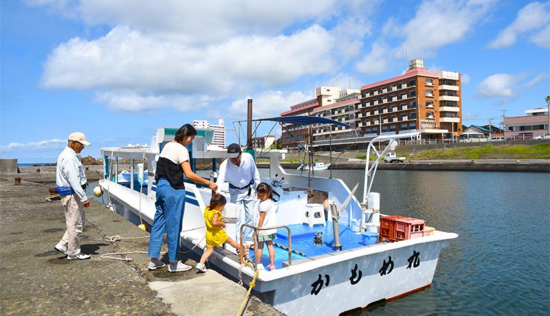 野島崎海底透視船<南海荘前の遊覧船>|トピックス|味覚と眺望の宿 ...